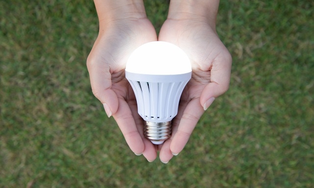 biela LED žiarovka