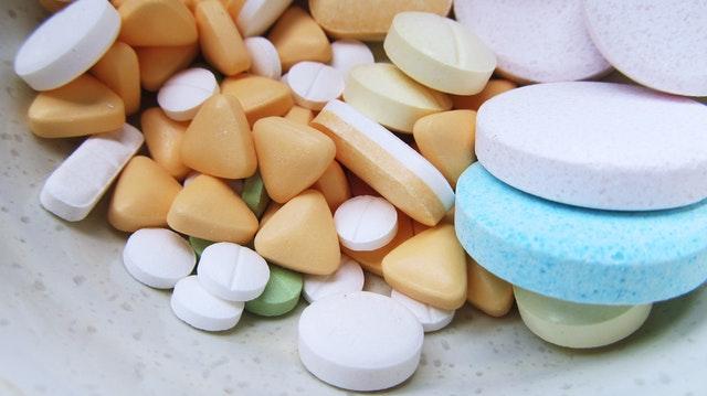 veľa druhov tabletiek